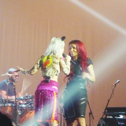 Shy'm et Aria qui chante prendre l'air