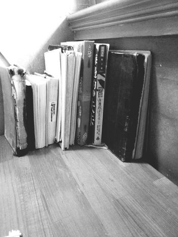 Black & White Books Lazy Day Hang Out