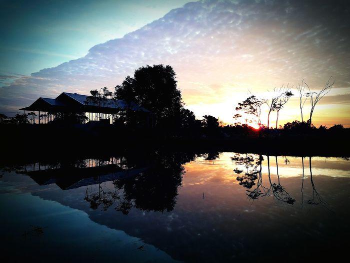 Sunset sunset nanture water tree home sky beauty in nature Cloud - Sky No People Outdoors Beautiful Thailand 2017 Best EyeEm shot Thailand🇹🇭 2017 🍾🎇🎉❤ Beautiful