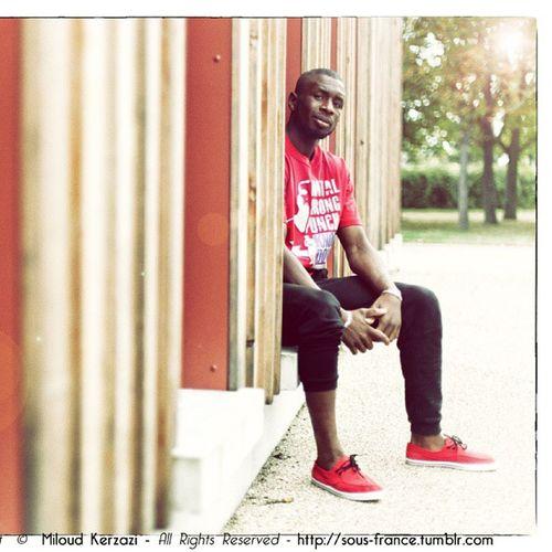 Portrait de @bodibo alias Modibo Diarra Champion du Monde BF Kick boxing boxe boxeur tshirt teeshirt urban Knock Down © Canon tumblr sous-france