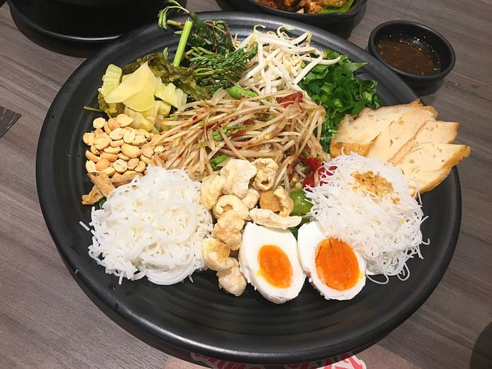 Food Stories ตำถาด Egg Healthy Eating Food Food And Drink Ready-to-eat Rice - Food Staple Egg Yolk Vegetable Freshness Table Fried Egg Serving Size High Angle View No People Indoors  Meal Fried Rice Close-up Day Papayasalad Tumtad Somtum Thai Zap