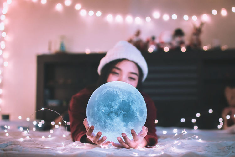 Moon 🌕 Celebration Light Live for the Story Moon Moon Shots Night Lights Nightphotography Amazing Bokeh Bokeh Photography Bubble Hand Illuminated Lifestyles Light And Shadow Moon Light Moon Surface Moon_collection Moonlight Night Portrait Star Star - Space Vintage Women