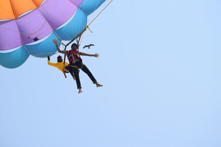 Malpe ... beach life.. Parachute Flying High NIKON D5300 Nikon Photography Nikon Nikonphotography Photography Nikond5300 Day Sea Side Sea Life Outingwithfriends Malpe Beach Advanture Capture Tomorrow Moments Of Happiness