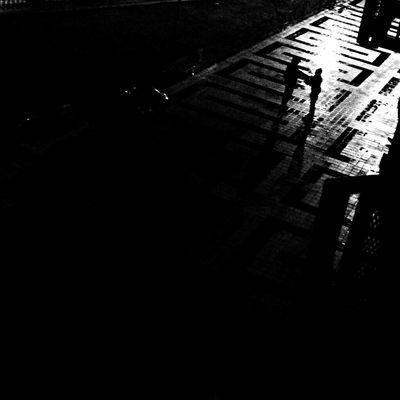Encuentro Blackandwhite Bw_collection Movilgrafias Streetphoto_bw Urban Black And White People