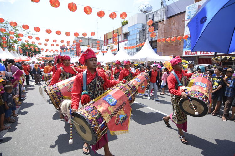 Gendang beleq on chinese new year celebration at mataram, lombok island, indonesia Street Performance Street Photography Outdoors Nikonphotography Large Group Of People Imlek 2016 Fun Cultures Chinese New Year Asian Culture Walking Nikon D7100 Imlek2016