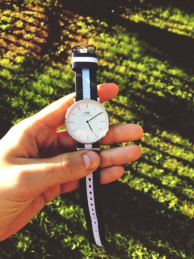 Daniel wellington⌚️ Clock Person Time Number Vertical Instrument Of Time Human Body Part One Person Close-up Outdoors Day Hour Hand Minute Hand People