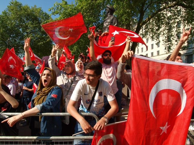 Pro Erdogan protest. Whitehall. London 15/05/2018 Turkish president Erdigan visiting london, protest outside of Downing Street. Turkish Protest Erdogan Stevesevilempire Protest Turkey Protesters Zuiko Whitehall London News Steve Merrick Erdogan Protest Olympus London Red Arts Culture And Entertainment Group Of People Celebration Men Day People