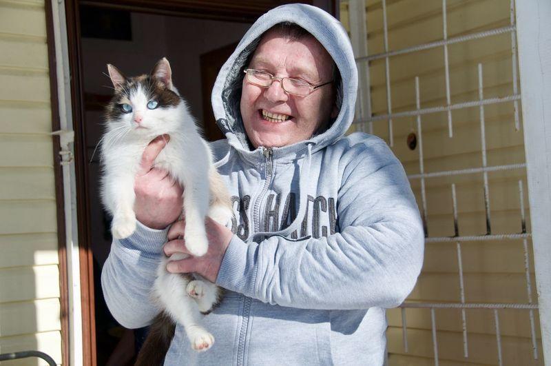 Pet Pet Portraits Cats Of EyeEm Cat Russian Cat Pets Friendship Bonding Portrait Happiness Holding Embracing Cute Pet Owner