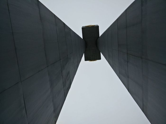 Geometric... War Memorial Patriotic War Architecture Built Structure Outdoors Day No People The Graphic City
