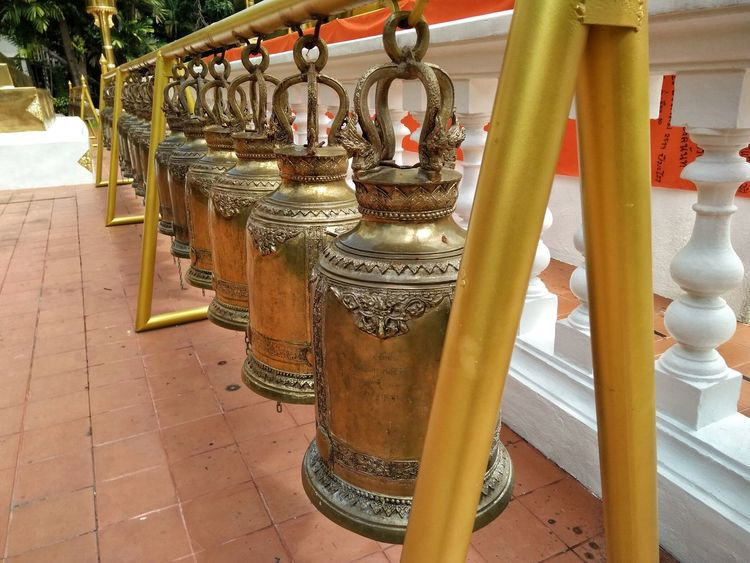 Bell Outdoors No People Close-up Day Belief In Thailand Thailandtravel Chiang Mai | Thailand Temple Architecture Built Structure Thailand Photos Thailand Temple - Building Templephotography Temple Thailand Chiangmai Thailand Building Exterior Statue Cultures Praying Architecture Gold Religion Temple
