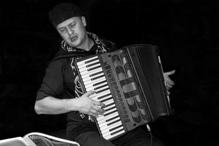 Pasión de tango Bandoneon Musician Tangoargentino Tango EyeEmNewHere Music Musical Instrument Musician Arts Culture And Entertainment One Person Musical Equipment Artist Accordion Adult Playing Looking At Camera Men Skill  Young Adult Piano Black Background Hat Keyboard Instrument Piano Key EyeEmNewHere EyeEmNewHere