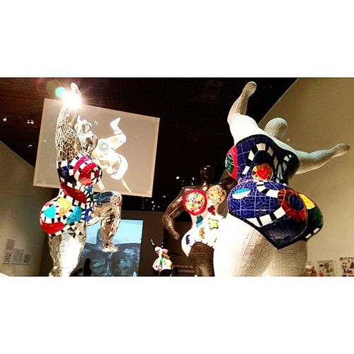 Oh my gosh look at her butt NikideSaintPhalle Grandpalais