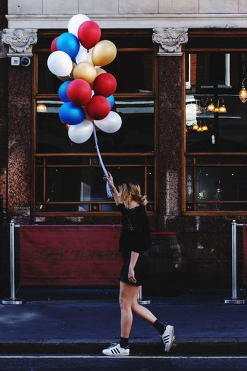 Street Photography Streetphotography LONDON❤ Street Street Photo London Malephotographerofthemonth Photographers The Street Photographer - 2018 EyeEm Awards Sport Balloon