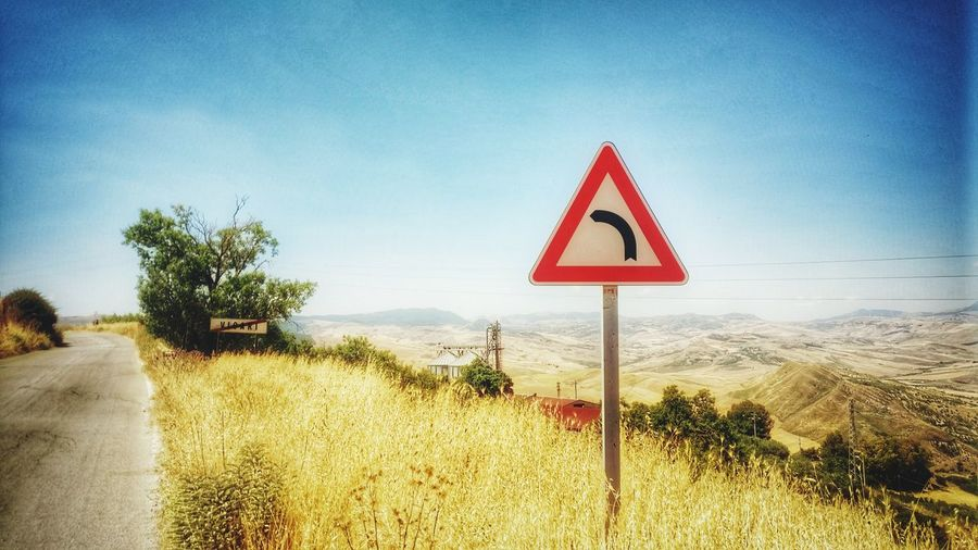 Triangle Shape Warning Sign Sky Road Outdoors No People Red Day Road Sign Nature Close-up Fields Street Sign Street Sign Schild Straßenschild Warnschild Sicily Sicily, Italy Sicily 2017 Sizilien Sizilien 2017 Sommergefühle