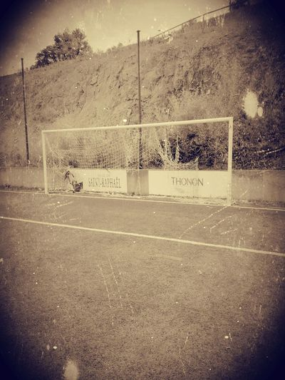Cage de football avec un petit filtre 😆 No People Footpath Outdoors Day Solitude Tranquility Football