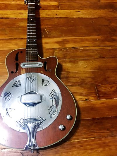 My mans toy 😍 Carlo Robelli - Slide guitar Wood Guitar Slide Guitar Vintage Musical Instrument Music Hardwood Floor Close-up No People Still Life Indoors  Retro