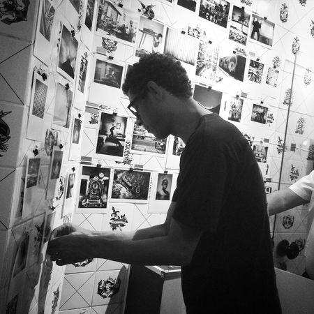 Fotos on the wall! HiFiPhotographia HifiFernandaCoronado HIFiClaudioVRocha Blackandwhitephotography Blackandwhite Blancoynegro Pretoebranco Noiretblanc