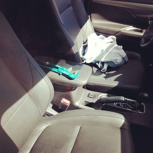 идемнадело . Зачем мне в машине это? Мужа говорит вместо биты)))))