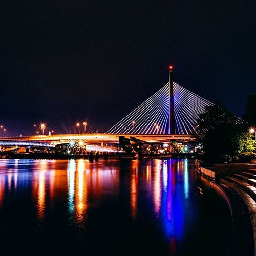 Needed to get a nice night shot of the Leonard P. Zakim Bunker Hill Memorial Bridge before our trip to Boston came to an end. After driving in the rain all around Boston to get a good skyline picture, we parked in Nashuastreetpark and took this amazing picture of the bridge. Bridge Architecture Zakimbridge Nightphotography Longexposure Rainynight Brightlights Reflection Memorialbridge Skyline City Brotrip Massachusetts Vacation History Famouscity Cityoffirsts Nikon Sigma Instadaily Grammasters3 Ztprod