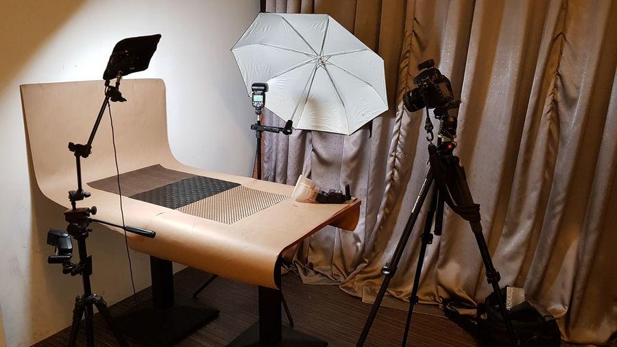 product shooting setup DSLR Photography Studio Photography Product Photography Backdrop Studio Lighting Equipment Setupshot Umbrella Lights Tripod Photography EyeEm Selects