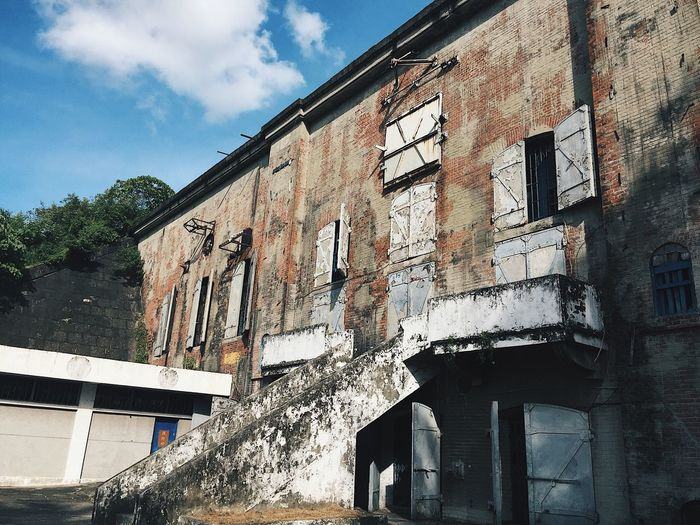 Ruins Barracks First Eyeem Photo Contrast Old Old Ruin Old Buildings Tower Town Ghost Ghost Town Ghost House I6 Phone PhonePhotography Phone Art I6plus