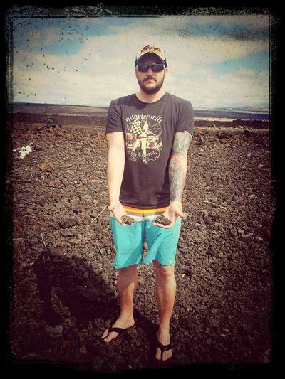 """Um Pele (Lava-Göttin) nicht zu verärgern gebe ich meine """"geklauten"""" Lavasteinchen vom Kilauea-Krater wieder zurück. Laut den Natives zieht man sonst das Unglück an. #/"""