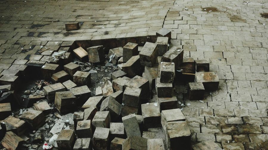 To be repaired Deindustrialization Regeneration Ion Ex-industrial Building Floor Repair Harrd Wooden Cubes Interior Paving Paving Blocks Wooden Textured  Close-up