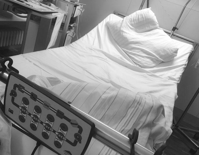 Tilt image of bed