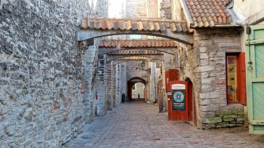 Narrow alley along old building