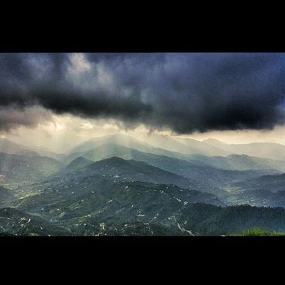 When the Hills and Clouds plan to have some fun with Light Mountains Mukteshwar Sunlight Himalayas Uttarakhand Traveluttarakhand Indiapictures Lonelyplanetindia Incredibleindia Indiatraveller Monsoons Roadtrip Rain Naturephotography Naturelovers Nature Thunder