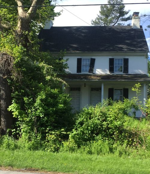Creepy abandoned Houses & Buildings Architecture Building Exterior Built Structure Chester County Pennsylvania Day Grass Green Color Growth House Ivy Nature No People Outdoors Plant Tree