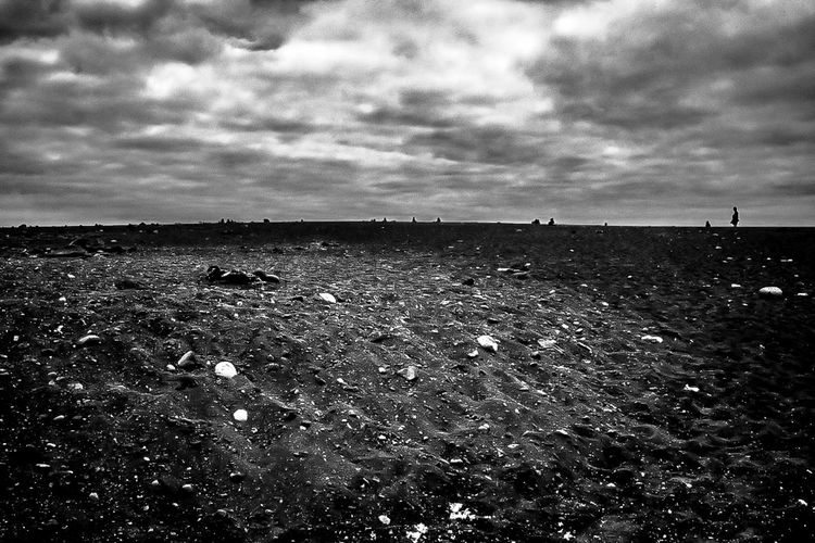 Seule dans le noir Cloud - Sky Sky Nature Environment Land Field Tranquility Landscape Day Outdoors Tranquil Scene Scenics - Nature Beauty In Nature Horizon Horizon Over Land Bnw_collection Noir Et Blanc Photographie Lanzarote Alone