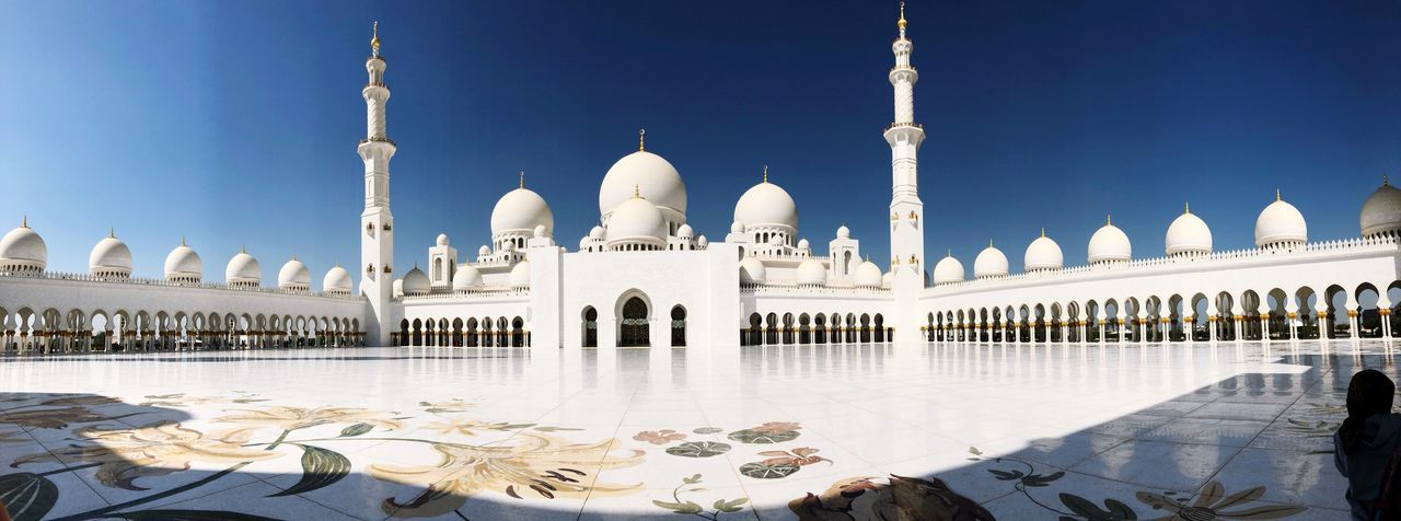 Mosquera Abu Dhabi Sheik Zayed Mosque Building Exterior Architecture Tourism Travel Destinations Built Structure Travel Sky Place Of Worship Dome Building History The Past City Nature Religion Clear Sky Incidental People Arch Belief Courtyard