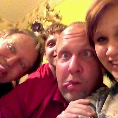 I love my family(: Family Gottalovethem Me Dad brother papaw crazy:P