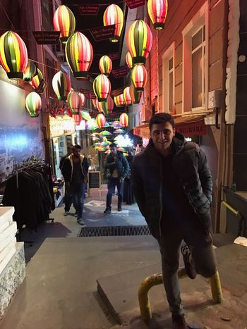 İstanbul ~ Süleymaniye Istanbul Suleymaniye Historical Colorful Great Smile Single View Good Have Fun Nofilter Smiling Gezinti Happiness Side View Life Is Good Cool Night Night Lights Day Colored Balloons Fancy Street Full Length