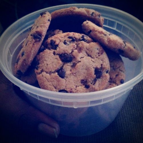 Snack Cupofcookies Chocolate♡ Cookies Chocolatechipcookies Baked Goods Yummy♡ Delicious Chocolatechip Lovechocolate