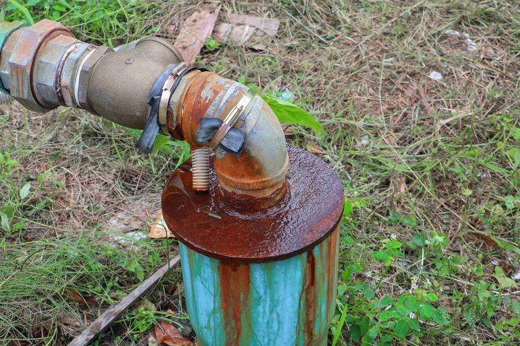plumbing tube and water leak, steel rust industrial old tap pipe Filthy Joint Photos Steel Duct Industrial Industry Iron Pipeline Tube Connection Curved  Dirty Fluid Leak Link Metal Old Permeate Plumbing Rubber Rusty Rusty Metal Shabby Tie Urban