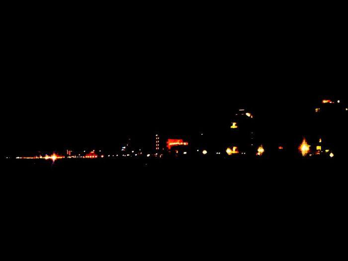 Beach Nigth  Light la notte fa il suo gioco,e serve anche a quello: a far sembrare tutto,tutto un po piu bello!