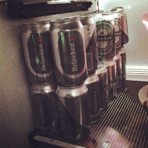 Hace una semana mis papás consintiendome Heineken Beer Drink Startweekend
