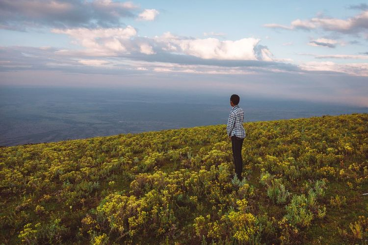 Beauty In Nature One Person Real People Sky Cloud - Sky Standing Land Child Nature Tranquil Scene Plant Scenics - Nature Non-urban Scene
