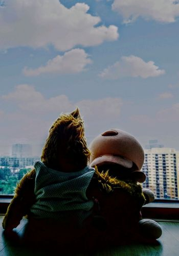 buddy. Alfie Monkeyboy Alf City Warm Clothing Cityscape Friendship Skyscraper Winter