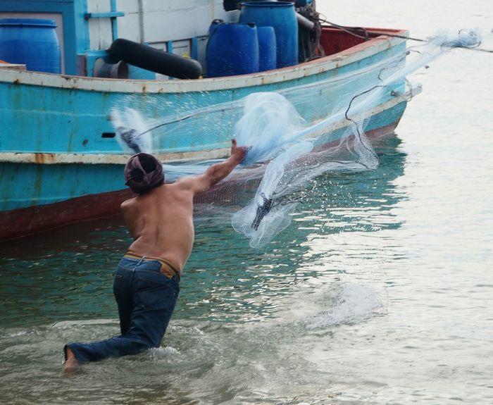 Street Photographer-2016 Eyem Awards Beachphotography Fisherman Casting A Net