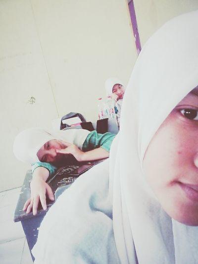 I hate math;(