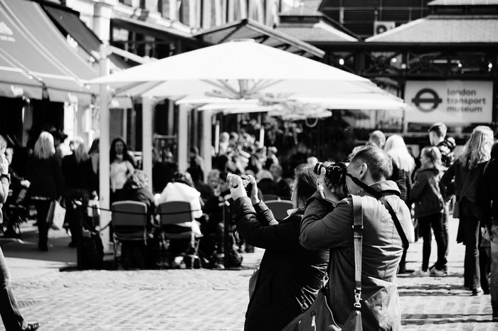 1848 Black & White Black And White Blackandwhite Photography City Covent Garden  Crowd Day Focus On Foreground Large Group Of People Lifestyles London Men Outdoors People People And Places People Photography People Watching Peoplephotography Photography Real People Tourism Tourist Walking Women The Street Photographer - 2017 EyeEm Awards Live For The Story The Street Photographer - 2017 EyeEm Awards EyeEm LOST IN London