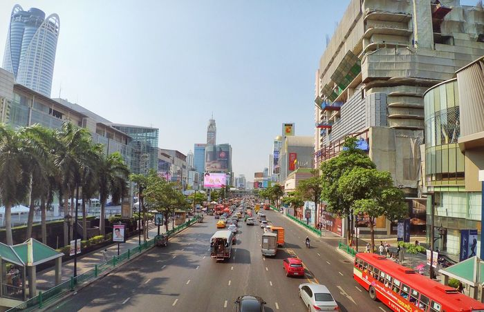 Wide Angle City Life Sightseeing Being A Tourist Iphonography Vanishing Point Traffic Vantage Point Downtown Bangkok Cityscapes Thailand Centralworld