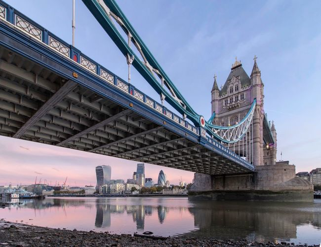 Tower Bridge Check This Out City View  Taking Pictures Urbanphotography Urban City Taking Photos London Cityscapes Cityscape River Thames LONDON❤ Sunrise Sunrise_sunsets_aroundworld Sunrise_Collection Tower Bridge