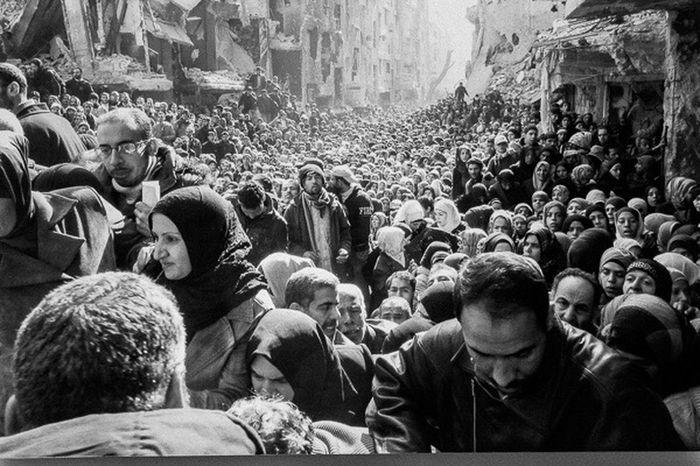 One of the most impressive photos from photokina exhibition. Photokina Photokina2016 War Refugees Escape Lightflash