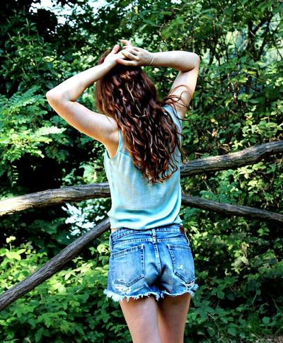 Beautiful Photography Eye4photography  EyeEm Best Shots Eyemphotography Beautifulpicture Person Real People Girl Beautiful Girl Young Adult Young Women Let Your Hair Down Innocence Nature Backview