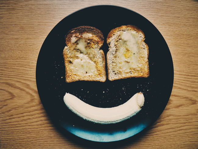 Happy Happy :) I See Faces I See Faces (The Original) Toast🍞 Toastbread Toasts Banana Cooking Cooking At Home Food Foodporn Food Porn Foodphotography Preparing Food Making Food Arrangement Smiley Smiley Face Smiley :) EyeEm Best Shots Eye4photography  Making Faces My Favorite Breakfast Moment Facial Expressions