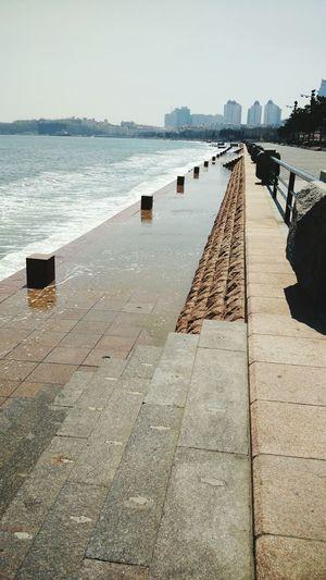 好大的浪……好多游客现在下面都被浪拍到了^_^